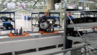 Вот так распоковывают двигатель Хундай Солярис на заводе