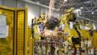 Работа роботов на заводе в действии