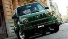 вид на зеленый Suzuki Jimny спереди