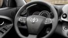 Рулевое колесо Toyota RAV4 имеет хорошую эргономику