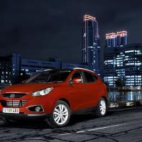 Кроссовер Hyundai iX35 в огнях ночного города