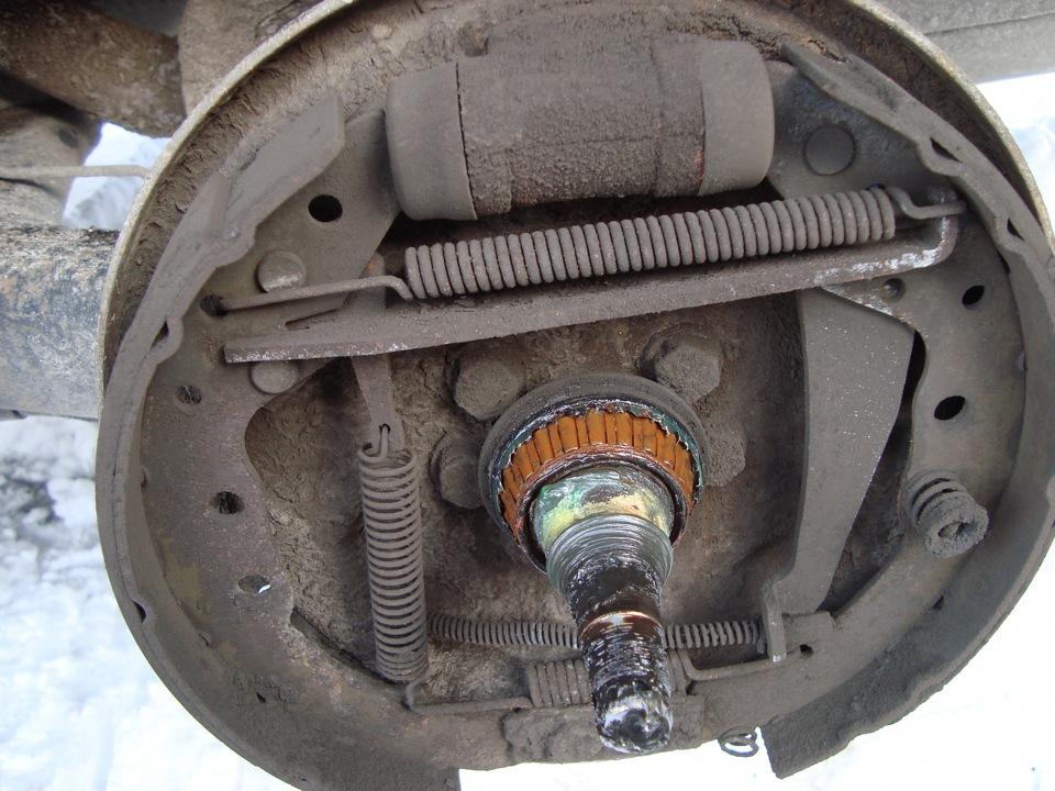 Замена заднего тормозного цилиндра volkswagen polo Замена ролика натяжителя ремня генератора golf 6