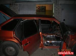 Вид машины ночью с уже наклеенной шумоизоляцией