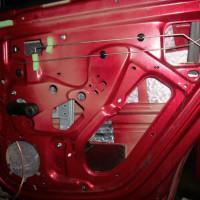Виброизоляция двери на Рено Сандеро, первый этап