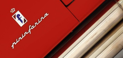 Шильды на кузове автомобилей Ferrari