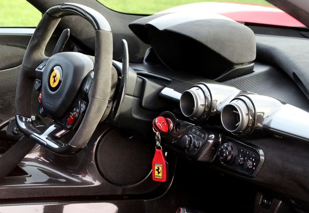 Ferrari LaFerrari, продаваемый в ДЦ Supervettura