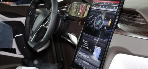 Дисплей кроссовера Tesla Model X