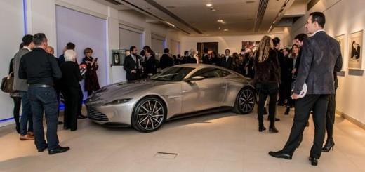 Суперкар Aston Martin DB10, 2016 год