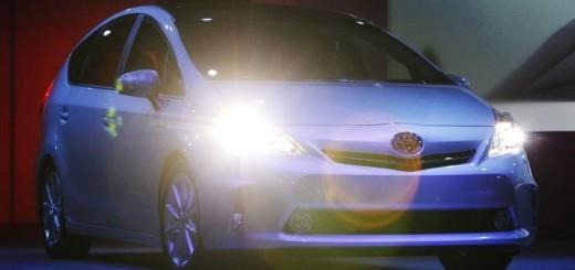 Гибридный автомобиль Toyota Prius V