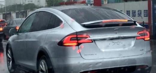 Фото из соцсетей, кроссовер Tesla