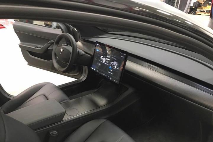 Tesla Model 3, интерьер